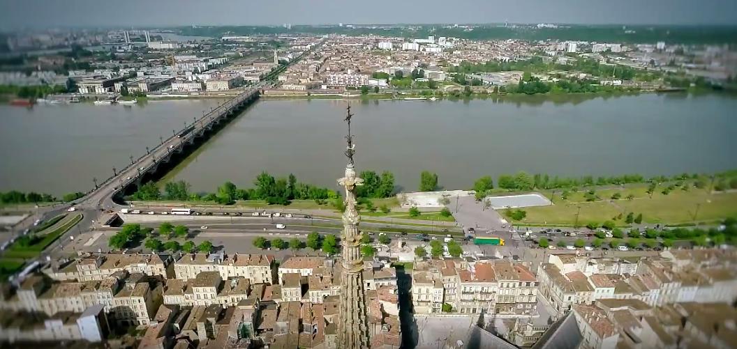 Bordeaux une sublime vid o en drone pour d couvrir la for Bordeaux une chambre en ville