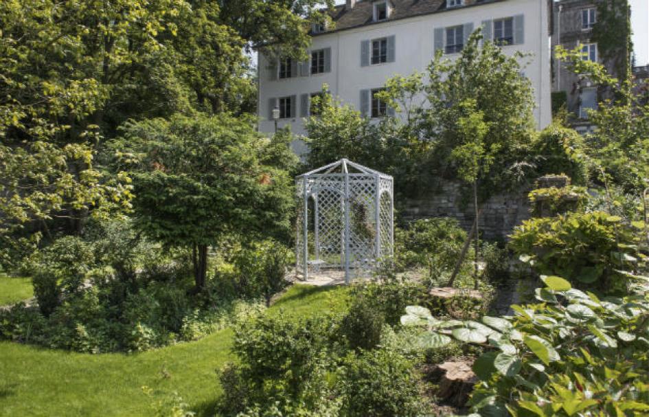 Petit tour des jardins secrets en france for Jardin 75018