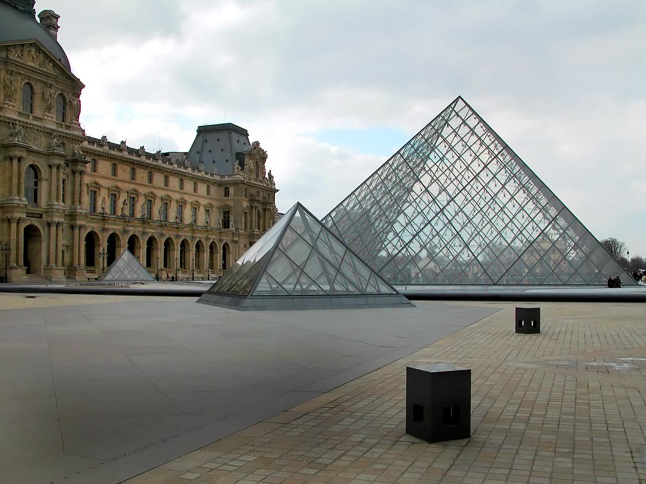 Le mus e du louvre vu par artips les petits frenchies - Pyramide du louvre pei ...