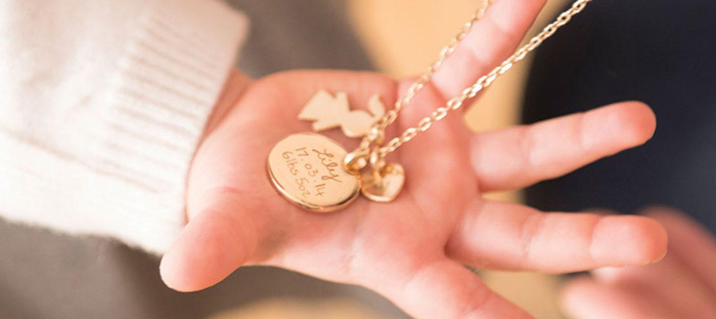 bas prix 6d71a 4d671 Idée cadeau : les bijoux Merci Maman, l'attention qui tombe ...